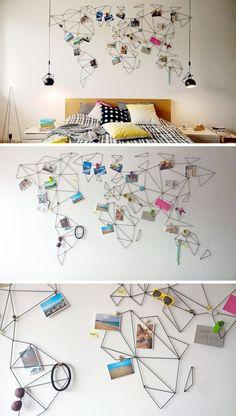 Mapamundi + lámparas de mesilla colgadas desde el techo