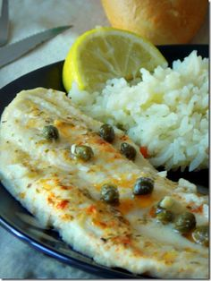 fillet of baked fish or Sole with fried vegetables Baked Tilapia Recipes, Cod Fish Recipes, Salmon Recipes, Meat Recipes, Cooking Recipes, Baked Fish Fillet, Baked Salmon, Easy Dinner Recipes, Easy Meals