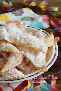 Chiacchiere panna e arancia con solo tre ingredienti Italian Pastries, Frappe, Biscotti, Apple Pie, Italian Recipes, Pudding, Sweets, Bread, Cookies