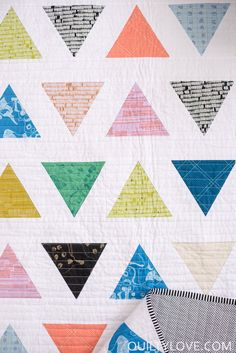 Triangle Pop PDF Quilt Pattern/ Triangle Quilt pattern/ Modern triangle quilt by emily of Quiltylove.com. #triangle quilt #modernquilting #quiltpattern #easyquiltpattern