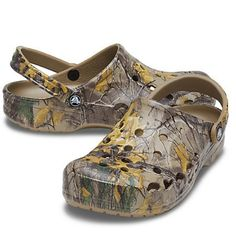 (1) Crocs Baya Camo Realtree Xtra Lightweight Pivot Backstrap Comfort Sand – Luxe Fashion Finds Clog Sandals, Just For Men, Comfortable Sandals, Strap Heels, Perfect Match, Design Trends, Camouflage, Clogs