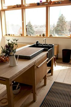 Have you ever before thought of transforming your kitchen right into a Japanese kitchen. If not, you can seek Japanese kitchen layouts and models below. Scandinavian Kitchen, Kitchen Design Trends, Scandinavian Kitchen Design, Kitchen Remodel, House Interior, Kitchen Dining Room, Kitchen Style, Kitchen Renovation, Kitchen Design