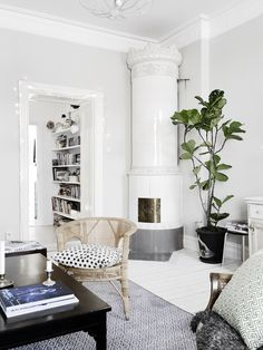 Johanna Bradford's home. Photo: Anders Bergstedt for Entrance Beaux Salons, Lovely Apartments, Small Living Rooms, Living Room Grey, Living Area, Scandinavian Interior, Scandinavian Living, Living Room Interior, Living Room Decor