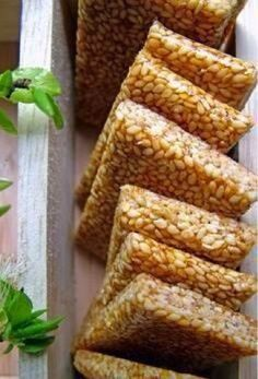 1 cup white sesame seeds ½ cup sugar 2 Tbsp honey Start with greasing two big sheets of wax paper with a bit of vegetable oil. Dry roast the sesam… Greek Sweets, Greek Desserts, Greek Recipes, Indian Food Recipes, Candy Recipes, Snack Recipes, Dessert Recipes, Cooking Recipes, Sesame Seeds Recipes