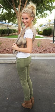 Ashpants: Fur, army green, top knot.