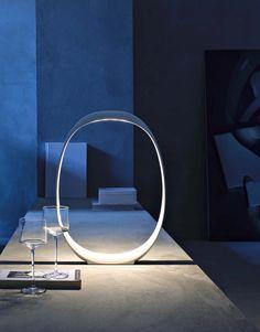 FOSCARINI | Lámpara de sobremesa LED moderna de interior, diseñada por Studio Lievore Altherr Molina. #iluminación #decoración