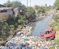 Contaminacion urbana a metro de casas Riachuelo
