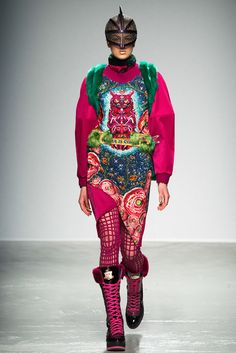 See the complete Manish Arora Fall 2015 Ready-to-Wear collection.