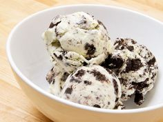 HOW TO MAKE OREO ICE CREAM RECIPE  Home-based oreo cookie ice cream is not only too wonderful even low-cost also. You can make a big set of this ice cream and serve to guest and all.