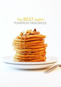 Start your autumn morning off with these perfect vegan pumpkin pancakes. Seasona… Start your autumn morning off with these perfect vegan pumpkin pancakes. Seasonally spiced, light, and fluffy, no one will believe this sweet breakfast is vegan. Low Carb Vegan Breakfast, Sweet Breakfast, Vegan Breakfast Recipes, Delicious Vegan Recipes, Breakfast Pancakes, Autumn Recipes Vegan, Fall Recipes, Muesli, Granola