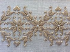 matted and framed Hardanger Embroidery needlework -Pair of matted and framed Hardanger Embroidery needlework - Paar mattierte und gerahmte Hardanger-Stickereien Stickerei Resultado de imagem para HARDANGER EMBROIDERY Toalha bordada a mão no Hardanger Embroidery, Silk Ribbon Embroidery, Embroidery Stitches, Embroidery Patterns, Hand Embroidery, Machine Embroidery, Crochet Patterns, Tambour Embroidery, Japanese Embroidery