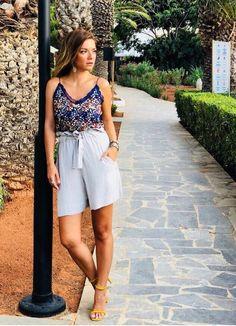 White Shorts, Short Dresses, Celebrities, Wallpaper Backgrounds, Greek, Women, Fashion, Short Gowns, Moda