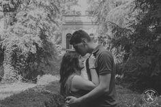 Engagement, wedding proposal, kiss