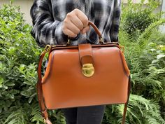 Women's Modern Doctors Sytle Handbags Purses Medical Bag, Vintage Leather, Handmade Leather, Clutches For Women, Female Doctor, One Bag, Leather Handbags, Leather Totes, Purses And Bags