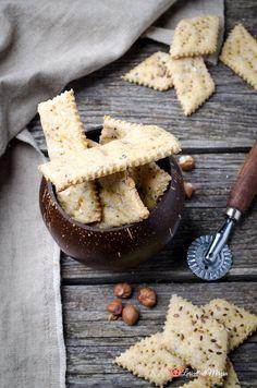 Crackers farina di lupini e nocciole sono uno snack sfizioso e delizioso. Ottimi da soli oppure per accompagnare formaggi, salumi o salse. Best Italian Recipes, Recipe Boards, Snack, Crackers, Food, Mint, Pretzels, Essen, Meals