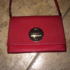 Kate Spade Purse EUC Kate Spade!  100% authentic!!  Very good condition.  Paid Around $250!   Has a turn lock !  Very nice purse. Think this is the Sally style purse, not sure Crossbody or shoulder bag.  PRICE NOT FIRM!  Make offers:)). ️️: $100 SHIPPED! kate spade Bags