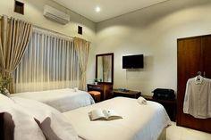 Lihat berbagai tempat luar biasa ini di Airbnb: Omah Garuda 15 minutes to airport - Bed & Breakfast untuk Disewakan di Gondokusuman