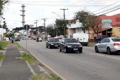 A rua Pedro Gusso, neste trecho ainda no bairro Novo Mundo, faz parte do eixo conector Oeste 2. (Foto: Chico Camargo/CMC). Revisão do Zoneamento prevê 8 novos eixos de transporte em Curitiba - 18/11/2016 - Notícias - CÂMARA MUNICIPAL DE CURITIBA