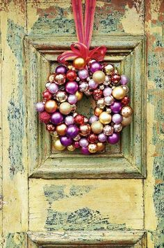 DIY wreaths made from vintage Christmas tree ball ornaments. Bauble Wreath, Christmas Ornament Wreath, Vintage Christmas Ornaments, Christmas Wreaths, Christmas Crafts, Christmas Decorations, Ball Ornaments, Christmas Baubles, Holiday Decor