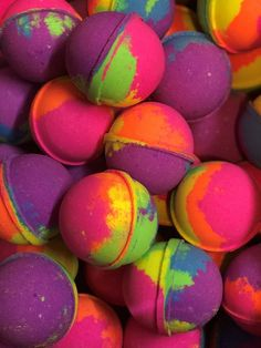 Pretty Carnival Bath Bomb / Bubble Bath Bomb / Bath Fizzie / Vegan Bath Bomb Hair Accessories: When Bubble Bath Bomb, Best Bath Bombs, Bath Boms, Bath Bomb Recipes, Lush Bath, Bath Fizzies, Homemade Cosmetics, Lush Products, Diy Spa