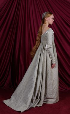 Italian Renaissance Gown: Back by Verdaera.deviantart.com on @deviantART