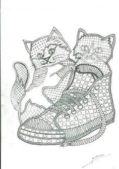 Crochet Panda, Cute Crochet, Crochet Hooks, Bobbin Lace Patterns, Crochet Patterns, Tattoo Dentelle, Fabric Stiffener, Romanian Lace, Bobbin Lacemaking