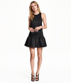 Short, open-back dress in satin with narrow, crossover shoulder straps, seam at hips, and a gathered skirt. Jersey lining. Black. | Party in H&M
