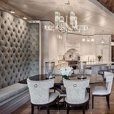 How gorgeous is this kitchen banquette? By Locati Architects Luxury Dining Room, Dining Room Design, Kitchen Design, Dining Rooms, Interior Decorating, Interior Design, Transitional Decor, Beautiful Kitchens, Room Set