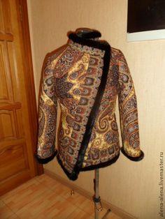 Зимнее пальто ` Юлия`.. Зимнее пальто (до -15) из павлово-посадского платка (рисунок 'Фаворит' ) с отделкой из натурального меха норки.  Пальто выстегано по по контуру цветов, что придаёт объем и фактуру рисунку.  Подклад - вискоза.