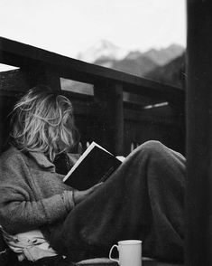 black and white journalling photography girl writing People Reading, Woman Reading, Nerd, Lectures, Book Photography, Pinterest Photography, Love Book, Black And White Photography, Book Lovers