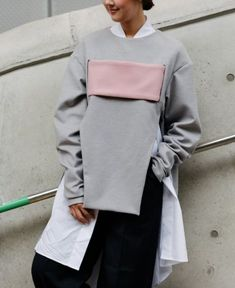 Top Street Style From Seoul Fashion Week Top Street Style, Street Style 2018, Street Style Women, Seoul Fashion, Tokyo Fashion, Cool Street Fashion, Grey Fashion, Asian Fashion, Women's Fashion