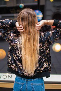 Streetstyle - long blonde hair - minimal jewelry - leather wristband gold Leather Wristbands, Minimal Jewelry, Models, Leather Jewelry, Elegant, Blonde Hair, Sequin Skirt, Bling, Street Style