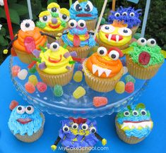 Cupcakes Take The Cake: When cupcake monsters attack Cute Cupcakes, Themed Cupcakes, Birthday Cupcakes, Cupcake Cookies, 2nd Birthday, Birthday Ideas, Summer Cupcakes, Monster Birthday Parties, Monster Party