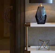 The entryway gives to your guests the first impression of your house. Here are some ideas for you to get inspired and get extremely inspired. Decor, Contemporary Interior Design, Store Interiors, Modern Room, Interior Inspo, Modern Console Tables, Home Decor, House Interior, Hall Decor