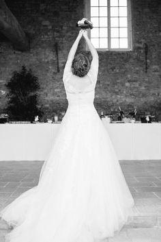 lanc du bouquet de la marie retrouvez le tmoignage de leur mariage sur mariee - Domaine De La Navarre Mariage