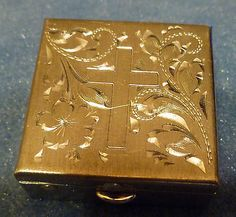 Vintage-Sterling-Silver-Pill-Box-Bright-Cut-Floral-Cross-Design