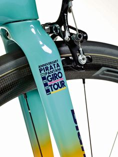 Bianchi-Specialissima-Pantani_limited-20th-Anniversary-edition_lightweight-carbon-race-road-bike_fork.jpg 900×1.200 píxeles