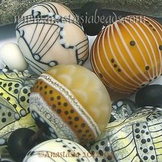 Anastasia lampwork beads (originally seen by ) Polymer Clay Beads, Lampwork Beads, Paperclay, Handmade Beads, Schmuck Design, How To Make Beads, Bead Art, Making Ideas, Beaded Jewelry