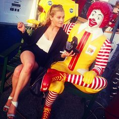 Eliza Taylor (Clarke Griffin) making friends... #the100