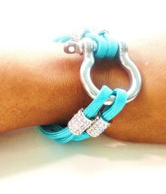 want! paracord bracelet, very girly. Link doesn't go to right place. Pinning for idea.