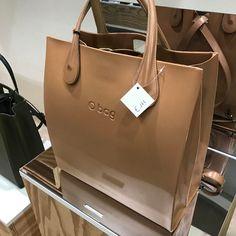 Purses And Handbags, Leather Handbags, Leather Bag, Fashion Bags, Fashion Shoes, O Bag, Michael Kors Jet Set, Bag Accessories, Shoulder Bag