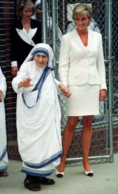 Mother Teresa and Di   these two are such wonderful women, their beauty is overwhelming.