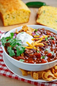 Beef and Black Bean Chili Recipe : A quick and easy beef and bean chili that makes for a tasty, healthy and hearty weeknight meal. Chili Recipes, Slow Cooker Recipes, Mexican Food Recipes, Soup Recipes, Cooking Recipes, Healthy Recipes, Cooking Beef, Muffin Recipes, Cooking Tips