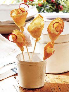 Florecillas crujientes de pan rellenas de queso ¡Perfectas para celebraciones! #Aperitivos #Fiestas #PasaPalos #Canapés