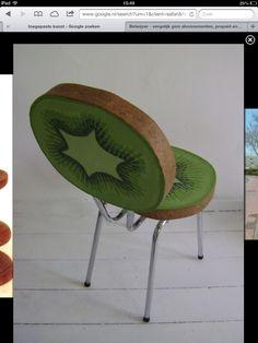 Toegepaste kunst. Dit ziet er op zich al prachtig uit, maar heeft ook nog een handige functie als stoel! (Als je het plaatje niet ziet, klik erop!)
