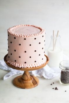 Milk and Cookies Cake with fluffy white cake and cookie dough frosting.: Milk and Cookies Cake with fluffy white cake and cookie dough frosting. Milk Cookies, Cookies Et Biscuits, Cake Cookies, Cupcake Cakes, Pretty Cakes, Cute Cakes, Beautiful Cakes, Amazing Cakes, Polka Dot Cakes