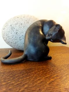 "Vintage. Washing Cat Figurine (McFarlin Signed ""Anthony"" - California Pottery);"