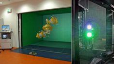 Das «Cave»-Projekt der Universität Dresdnen (Deutschland) besteht in der Entwicklung eines vollständig begehbaren Raums. In ihm werden virtuelle Maschinen von Technikern getestet, ehe sie in der Realität gebaut werden.