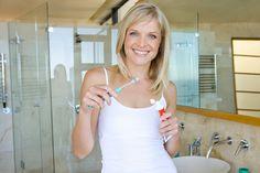 Vyčistí nejen zuby, ale třeba i žehličku nebo zahradní nábytek. Představíme vám zubní pastu jako skvělý přípravek do domácnosti!