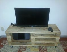 Amazing DIY Recycled Wooden Pallet TV Stand Ideas - Pallet TV Stand & Rack Design 2018 Using pallets art unique and stylish diy wooden pallet TV stands & Rac. Wooden Pallet Crafts, Wooden Pallet Furniture, Wooden Pallets, Diy Wood Projects, Wooden Diy, Furniture Projects, Tv Stand Rack, Pallet Tv Stands, Rack Design